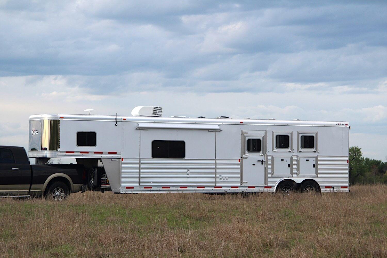 Living Quarters Horse Trailers Endeavor 8314 8414 Lq Trailer Wiring Diagram Gallery