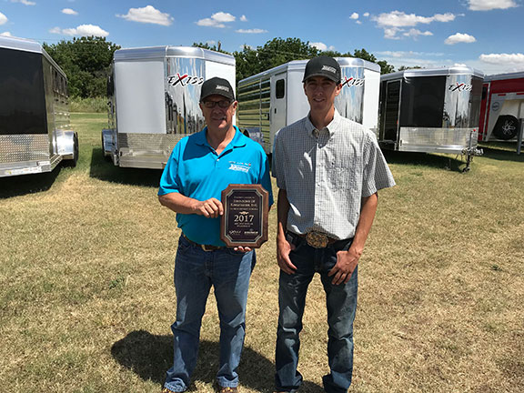 Johnsons Of Kingfisher Honored By Exiss Sooner Trailers As Top Low